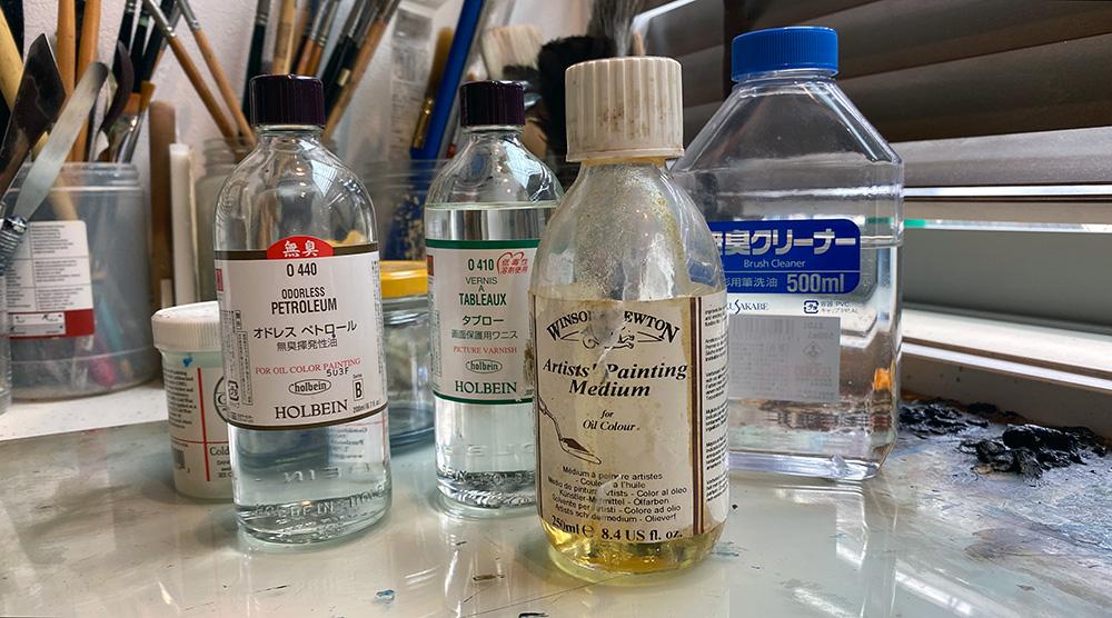 油絵って臭い…。それ、絵の具じゃなくて溶解液が臭いんです!無臭の製品を使ってみました。